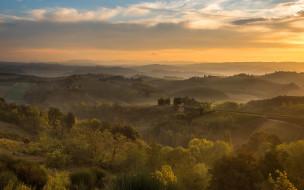 простор, даль, утро, провинция, небо, облака, туман, холмы, Тоскана, кусты, луга, поля, Италия, дымка, деревья