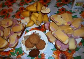 еда, бутерброды,  гамбургеры,  канапе, вафли, бананы, печенье, сыр, хлеб, колбаса