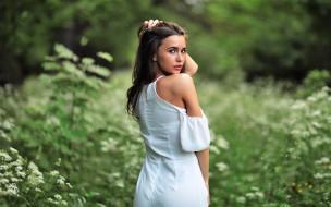 поляна, зелень, платье, Элина Донец, брюнетка
