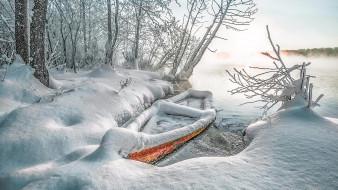 Лодка, снег