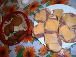 хлеб, вафли, сыр, печенье, бутерброды, колбаса, еда