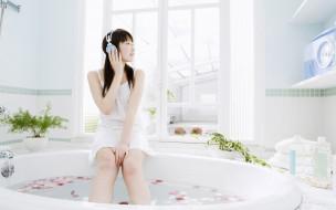 наушники, сарафан, окно, лепестки, ванна