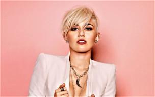 блондинка, певица, актриса, жакет, украшения