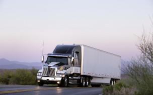 Western Star, фура, дорога, трасса, шоссе, грузовик, серебристый, кусты, горы