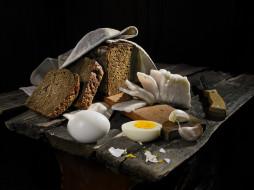 сало, яйца, хлеб, чеснок