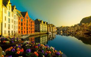 города, олесунн , норвегия, цветы, канал, дома
