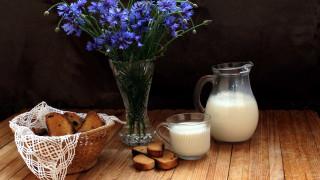 васильки, букет, молоко, сухари