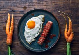 морковь, сосиска, глазунья