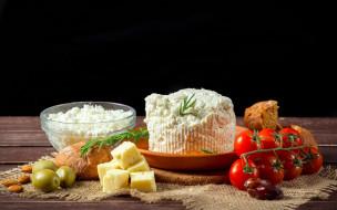 помидоры, оливки, миндаль, стол, сыр, тарелка, хлеб