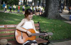 девушка, улица, гитара