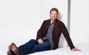пиджак, рубашка, джинсы, улыбка, борода, Blake Shelton, туфли