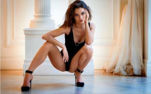 Кристина Макарова, туфли, цепочка, поза