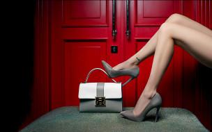 сумочка, туфли, двери