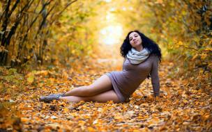 осень, поза, желтый фон