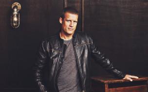 знаменитость, кожаная куртка, мужчина, марк томас вэлли, американский актер