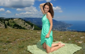 красотка, платье, природа, вид, поза, модель, девушка, Arina F, бирюза, горы