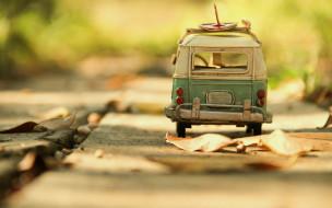 игрушка, машина, листья