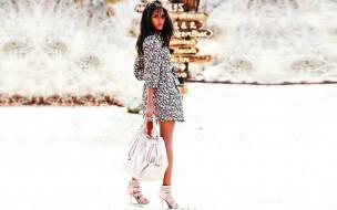 девушки, emanuela de paula, модель, каблуки, сумка, платье, указатель