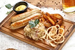 горчица, салат, колбаски, картофель