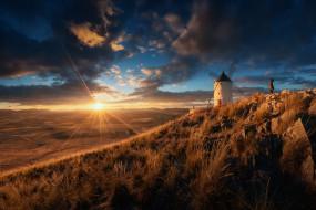 Испания, ветряная мельница, человек, свет, облака, солнце