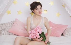 девушки, sasha bree, звезды, полог, постель, шатенка, боди, цветы