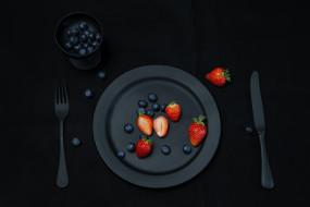 вилка, нож, клубника, черника, тарелка, фрукты