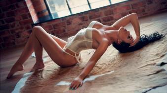 Paige Marie Evans, на полу, поза, окно