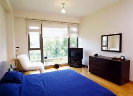 комната, тумба, зеркало, телевизор, кровать, кресло, окно