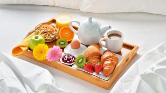 круассаны, мюсли, завтрак, сок, кофе, джем