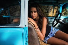 автомобиль, красотка, взгляд, макияж, смуглая, шорты, девушка, модель, брюнетка