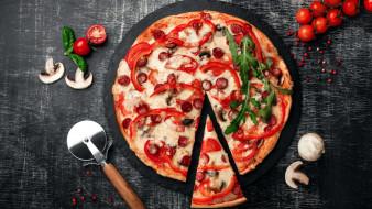 шампиньоны, перец, помидоры, черри, пицца