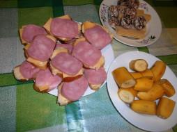 вафли, сыр, колбаса, пряники, бутерброды, еда, хлеб