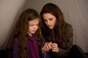 Mackenzie Foy, Kristen Stewart, Ренесме, палатка, мать, дочь