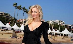 модель, блондинка, платье, пляж, здания