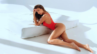 Katerina Sozinova, Катерина Созинова, лежит, купальник, светлый фон