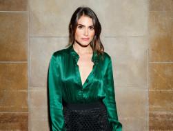 стена, юбка, блузка, брюнетка, Nikki Reed