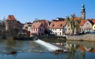река, здания