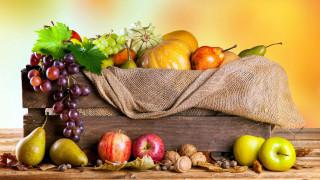 груши, виноград, яблоки