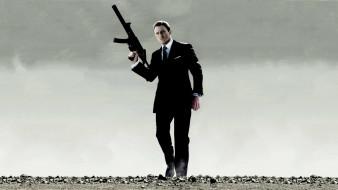 Джеймс Бонд, костюм, оружие, пустыня