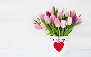 тюльпаны, бутоны, ваза