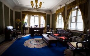 кабинет, люстра, окна, ковер, мебель