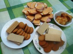колбаса, сыр, вафли, печенье, бутерброды, хлеб, пирожные, еда