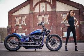 мотоциклы, мото с девушкой, здаание, мотоцикл, harley, davidson, пирсинг, высокий, каблук, тату, женщины, с, мотоциклами, модифицированный, тяжелый