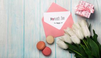 макаруны, надпись, подарок, герберы, тюльпаны
