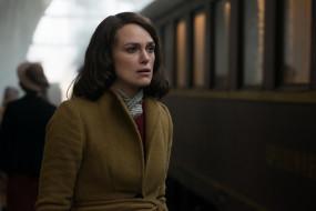 шатенка, актриса, пальто, поезд