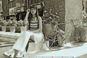азиатка, девушка, улица, велосипед, calendar, сидеть, очки