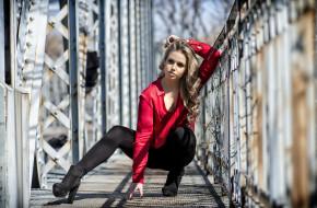 модель, блондинка, черные брюки, мост, длинные волосы, красная рубашка, Marina Montero
