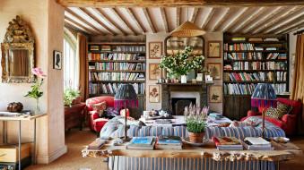 интерьер, гостиная, полки, книжные, камин, диван