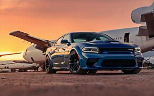 вид спереди, спортивный седан, самолет, 2020 dodge charger, американские автомобили, черные колеса, синий, новинки
