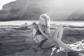 девушка, берег, фотоаппарат, водоем, 2019, calendar, женщина, камень, сидит